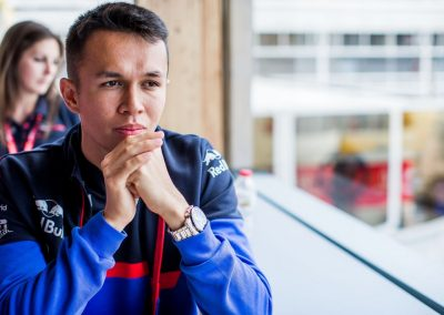 Alexander Albon promoveert naar het Red Bull Racing team